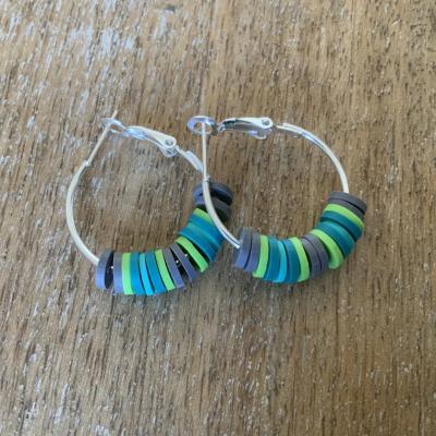 Boucles d'oreille Heishi vert
