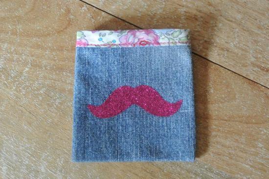 Etui Jeans Felicite rose moustache rose