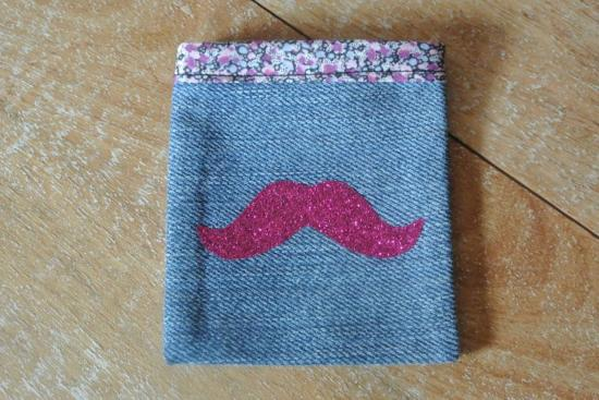 Etui Jeans Pepper violet moustache rose