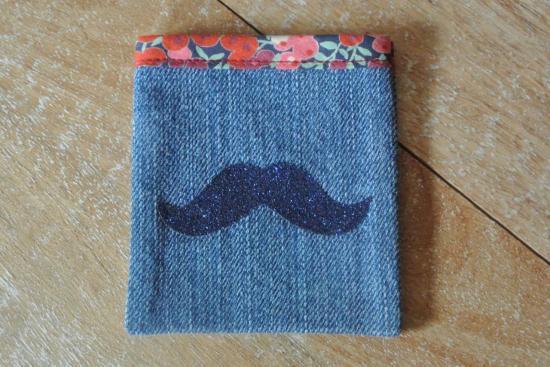 Etui Jeans Wilshire rouge et bleu moustache bleue