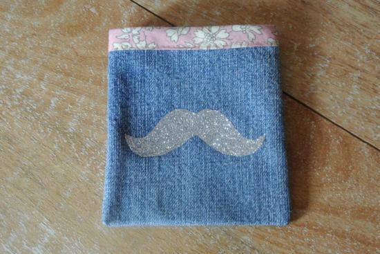 Etui Jeans Capel rose moustache argent