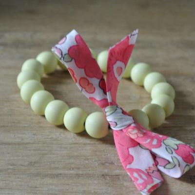 Bracelet perles vert pastel et Liberty Betsy