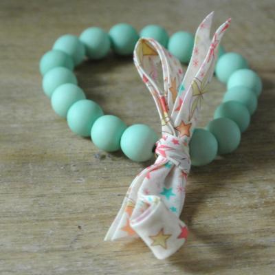 Bracelet perles vert pastel et Liberty Adeladja