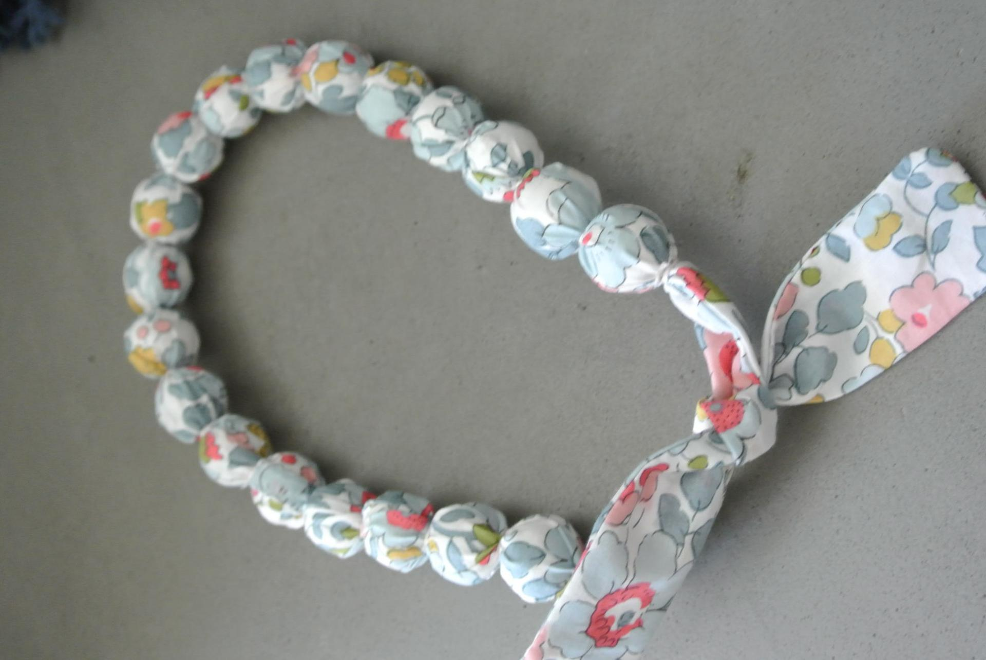 Collier boules court Betsy