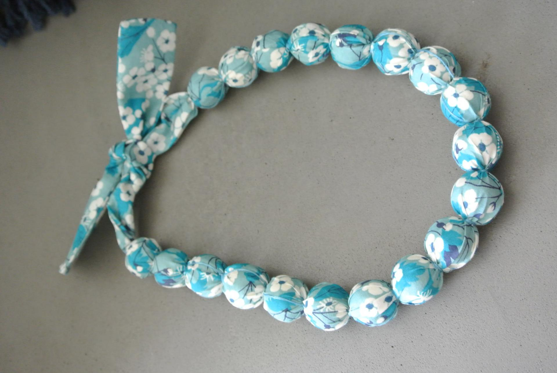 Collier boules court Mitsi turquoise