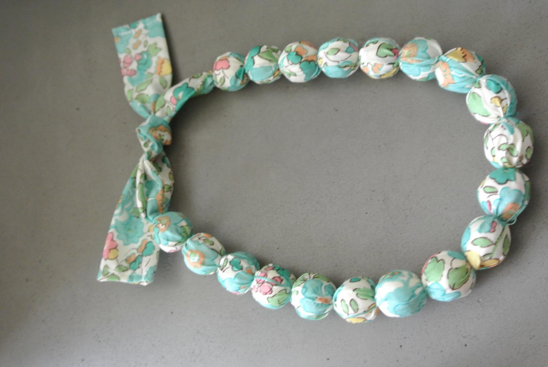 Collier boules court Betsy vert