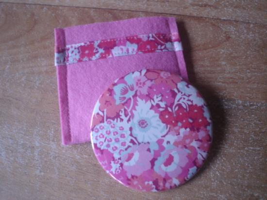 Miroir Thorpe rose avec étui rose